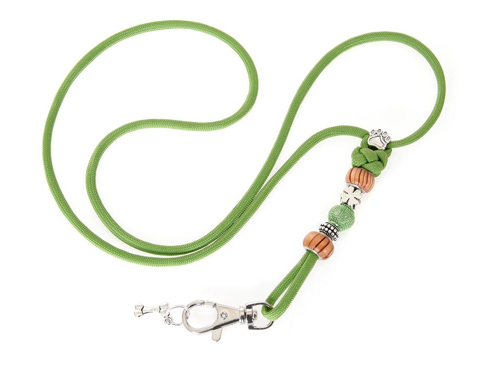 Mein grünes Pfeifenband mit Schmucksteinen