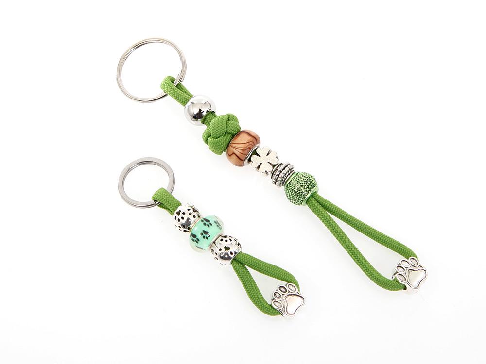 Mein grüner Schlüsselanhänger mit Schmucksteinen