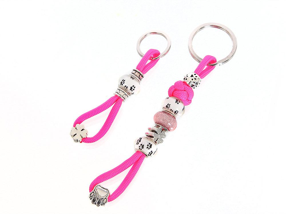 Mein pinkfarbener Schlüsselanhänger mit Schmucksteinen