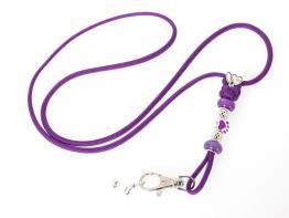 Mein lila Pfeifenband mit Schmucksteinen