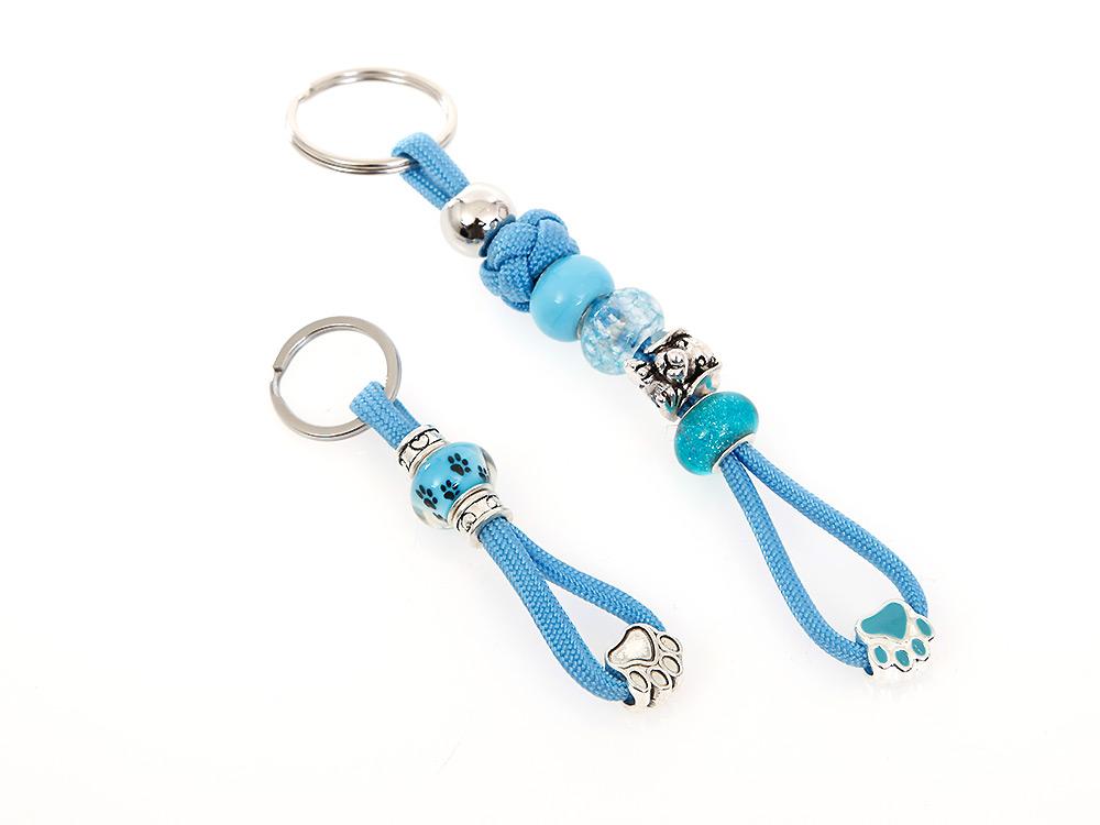 Mein hellblauer Schlüsselanhänger mit Schmucksteinen